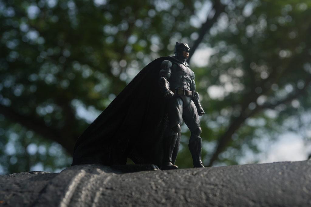 toy-review-figuarts-batman-batfleck-just-very-random-19