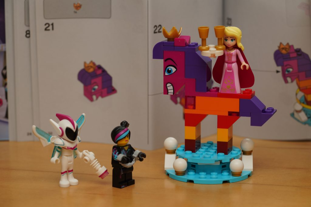 toy-review-lego-movie-queen-watevra-wanabe-jut-very-random-35